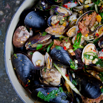 clams in a pot